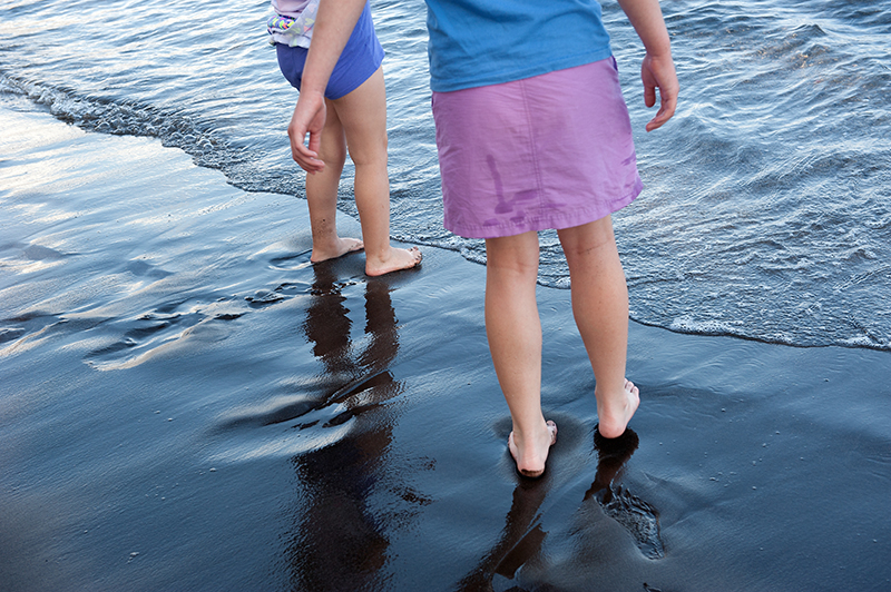 isa-and-ally-on-black-sand-beach-4