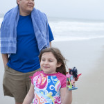 isa and daddy at beach 1