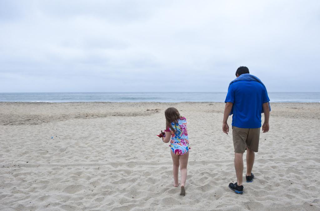 isa and daddy at beach 2